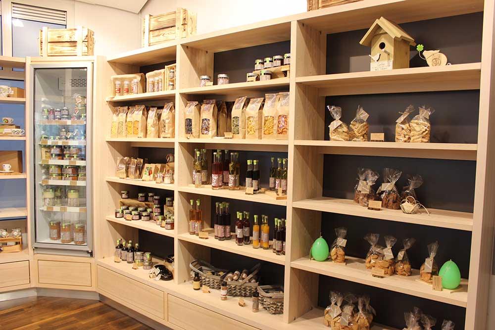 Hofladen mit schöner Auswahl und Eigenprodukten
