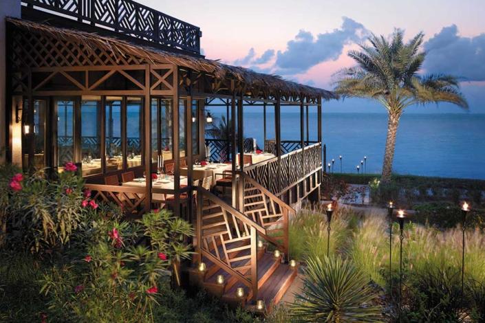 Shangri-La Maskat – Restaurant mit Aussenterrasse