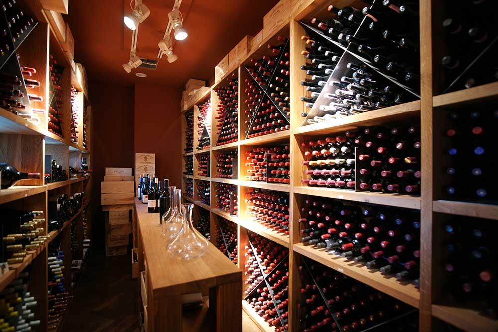 Beeindruckender Weinkeller im Restaurant Lafleur mit drei Michelin-Sternen (Tiger & Palmen GmbH & Co. KG)