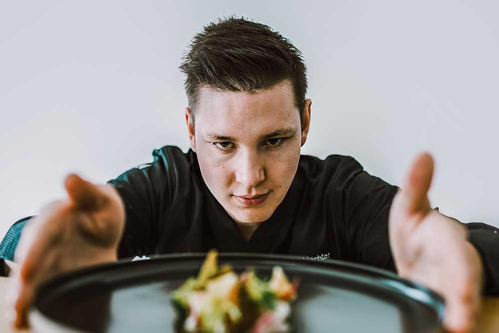 Im Burghotel Falkenstein kocht einer der jüngsten Sterneköche Deutschlands: Simon Schlachter
