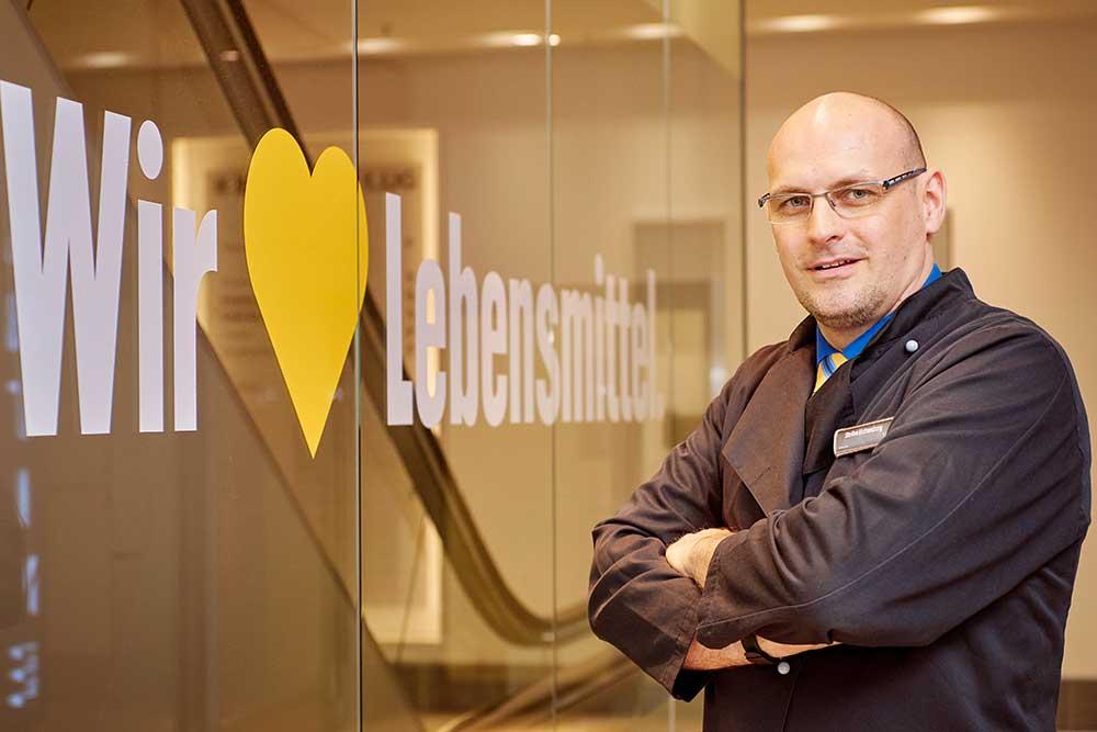 EDEKA AG, Hamburg: Top-Ausbilder Stefan Lichtenberg liebt Lebensmittel