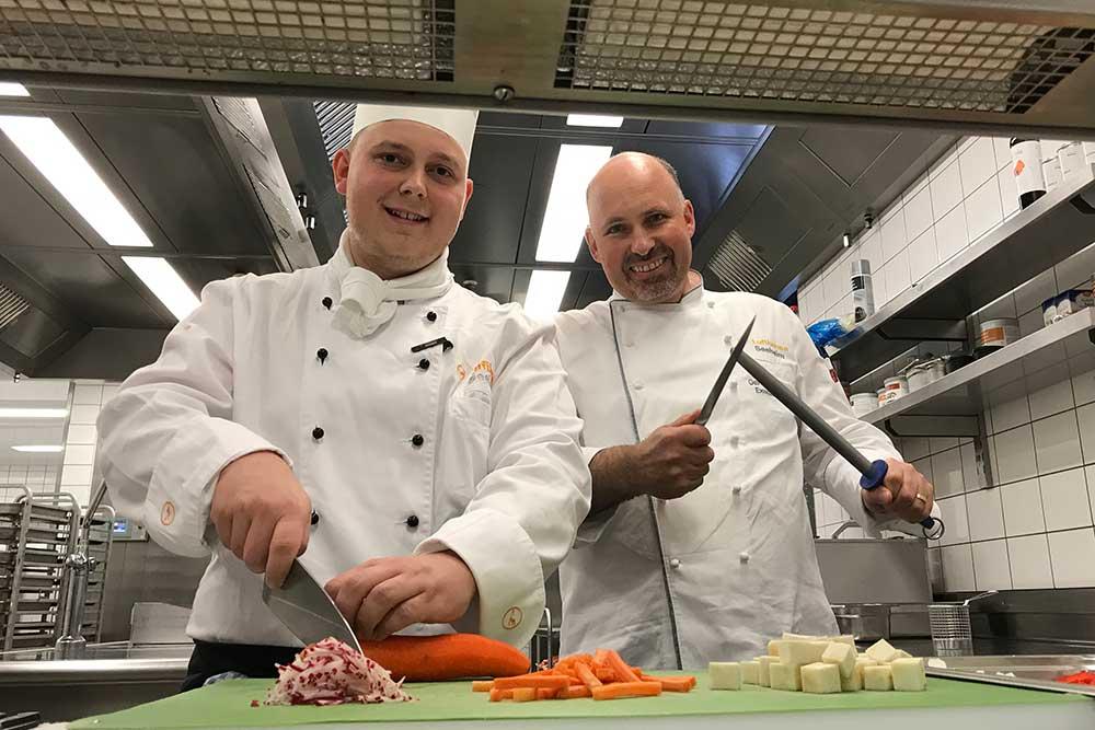 Lufthansa Seeheim: Küchendirektor Gerhard Beck in Aktion