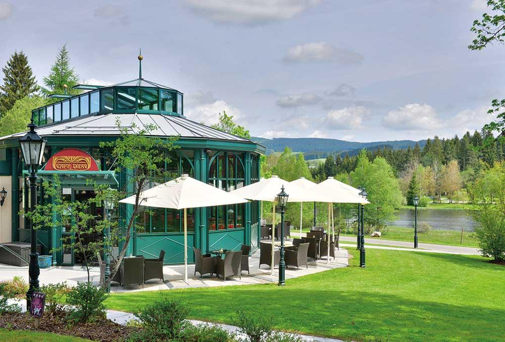 Parkhotel Adler, Hinterzarten: Pavillon und Gartenanlage