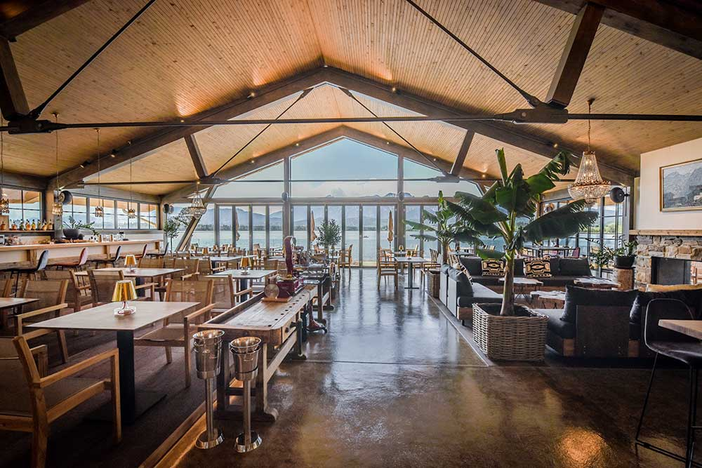 Seehaus am Hopfensee – Transparenz und Luftigkeit ziehen sich durch das gesamte Projekt