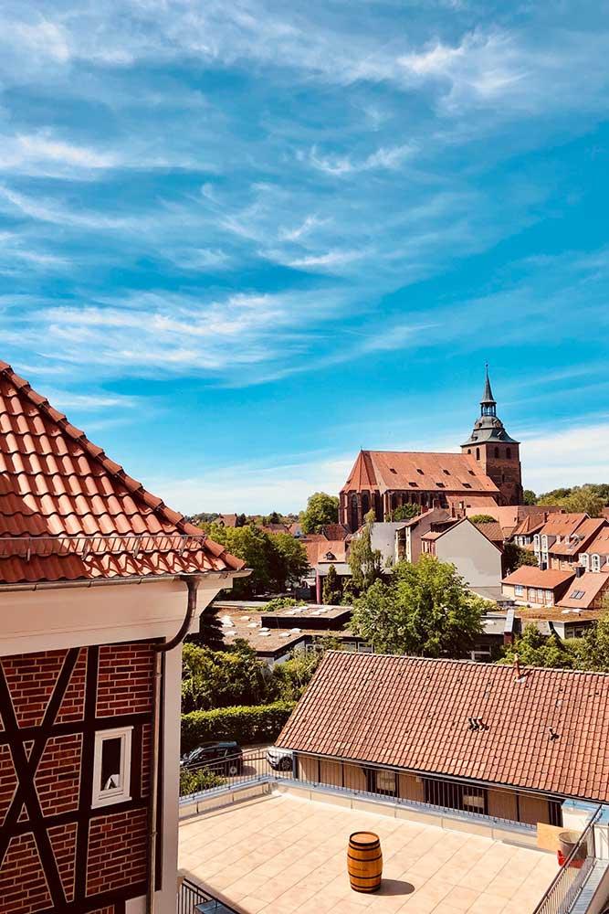 Das Wyndberg Hotel, Restaurant, Destille (Lüneburg) liegt zentral zwischen der Parkanlage Liebesgrund, der historischen Altstadt und dem berühmten Lüneburger Rathaus