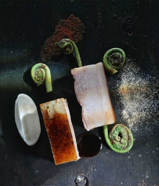 Asche auf meinen Teller – Schweinebauch, Pomelo-Asche, Blumenkohl