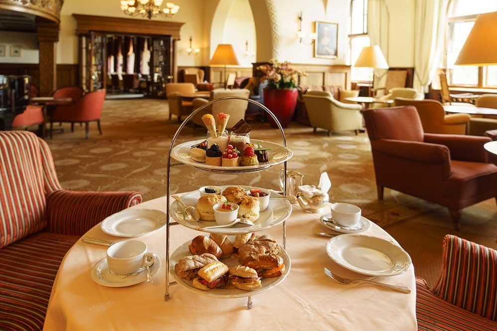 Suvretta House – Afternoon Tea in der Hotelhalle